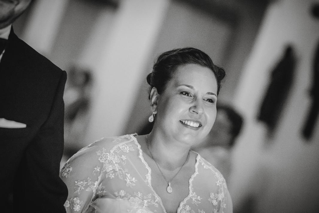 Hochzeit, Hochzeitsfotografie, Astrid Ebert Fotografie, Hochzeitfotograf Aachen, Salvatorkirche Aachen, Brautpaar, kirchliche Trauung, Braut, Auszug aus der Kirche