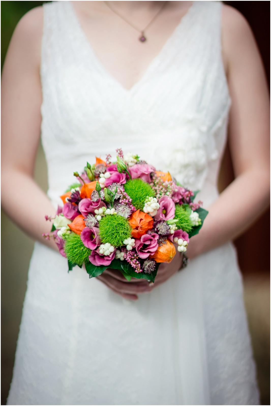 Brautstrauß_Hochzeit_Jülich_Brückenkopfpark_Zitadelle_Hochzeitsfotografie_Hochzeitsreportage_Astrid Ebert Fotografie_0001
