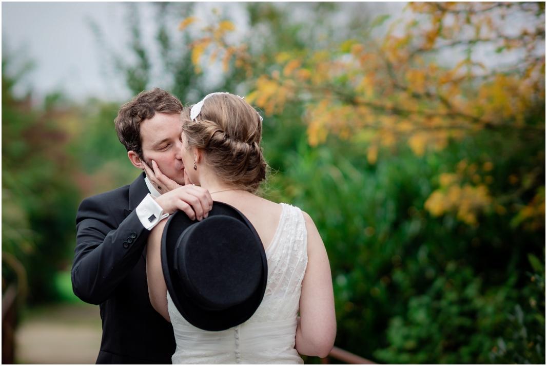 Liebe_Hochzeitsfotos_Paar_Hochzeit_Jülich_Brückenkopfpark_Zitadelle_Hochzeitsfotografie_Hochzeitsreportage_Astrid Ebert Fotografie_0001