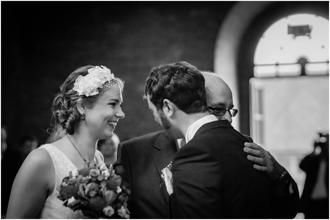 Einzug_Hochzeit_Jülich_Brückenkopfpark_Zitadelle_Hochzeitsfotografie_Hochzeitsreportage_Astrid Ebert Fotografie_0001