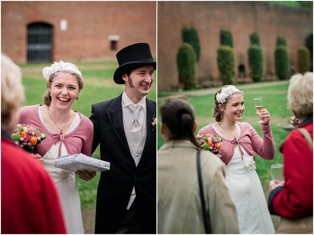 Gratulation_Empfang_Hochzeit_Jülich_Brückenkopfpark_Zitadelle_Hochzeitsfotografie_Hochzeitsreportage_Astrid Ebert Fotografie_0001