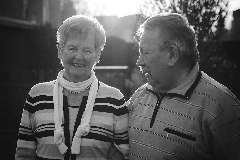 natürliche Familienbilder mit den Großeltern in Köln