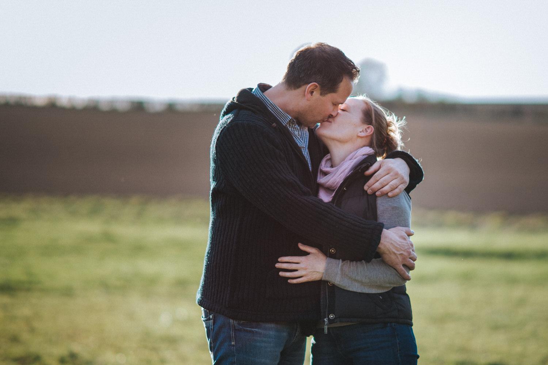 glückliches und verliebtes Paar beim Shooting