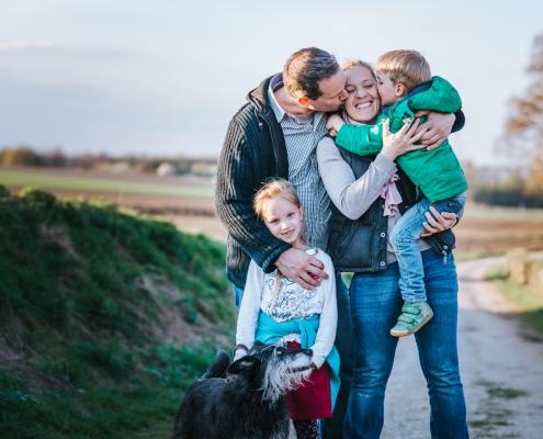 Familienbild mit Hund in Aachen