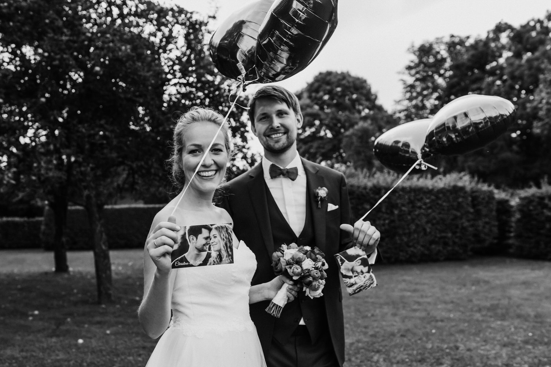 Brautpaar mit Ballons | Hochzeitsfotograf Aachen