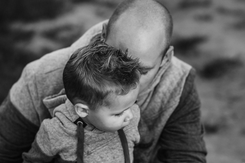 Papa mit Sohn | Familienfotos in der Natur | Familienfotografie Aachen