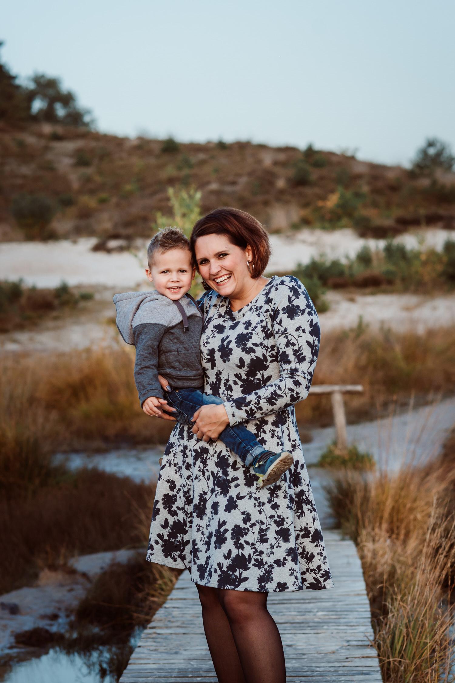 Mama mit Sohn | Familienbilder im Abendlicht | Familienfotografie Aachen