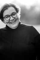 Portrait der Fotografin Astrid Ebert in Schwarz-Weiß
