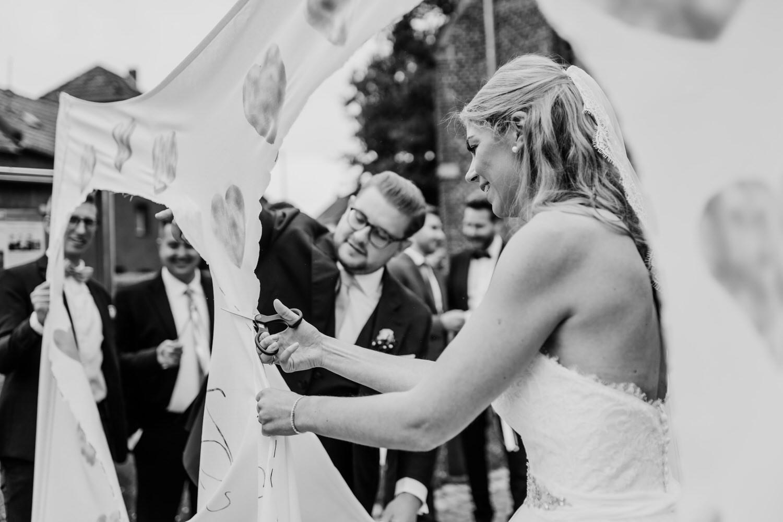 Herzausschneiden im Laken, Hochzeitsbräuche nach der Kirche